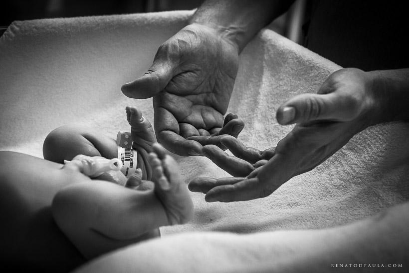 maternidade pai e filho recém nascido