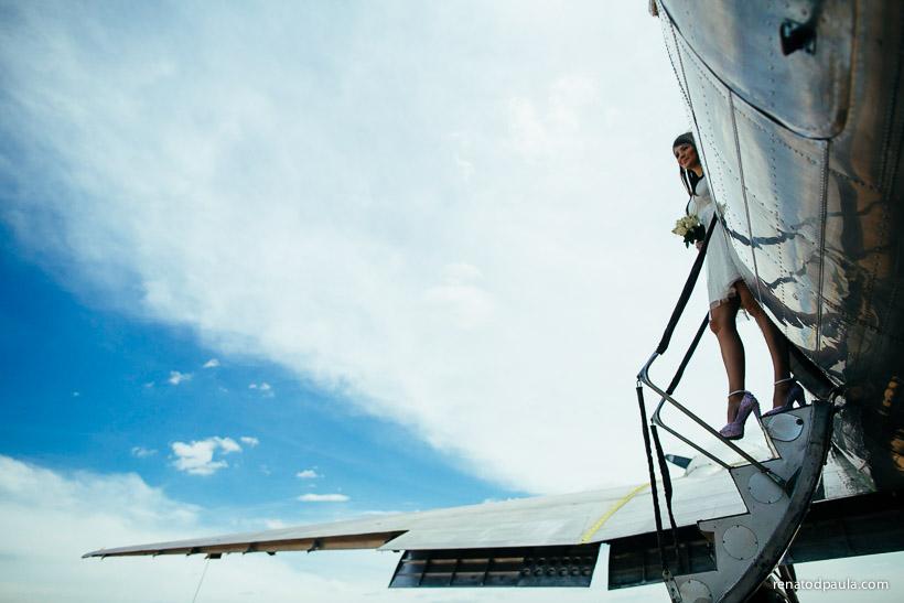 renato-dpaula-fotografo-fotos-ensaio-noivos-hangar-aviao-10