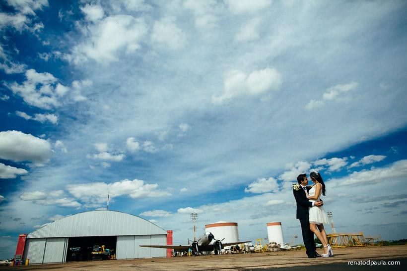 renato-dpaula-fotografo-fotos-ensaio-noivos-hangar-aviao-13