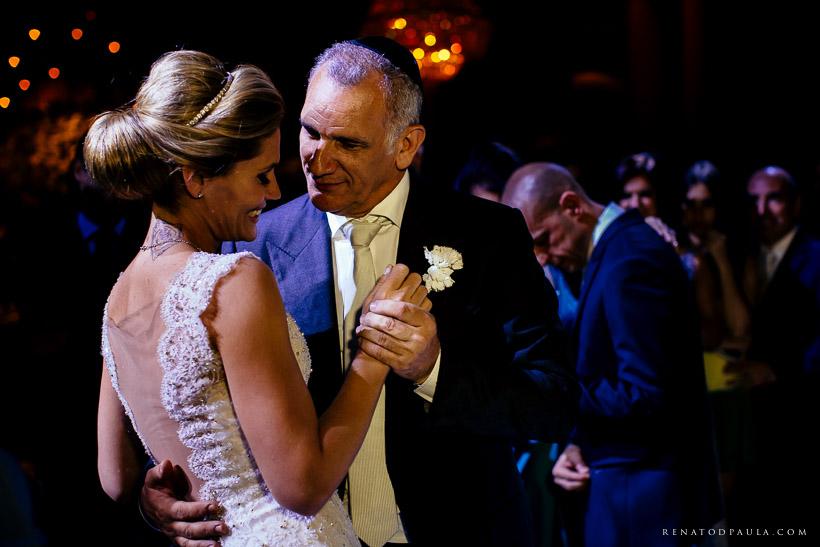 Sharon e Tuffi Duek dançando no casamento