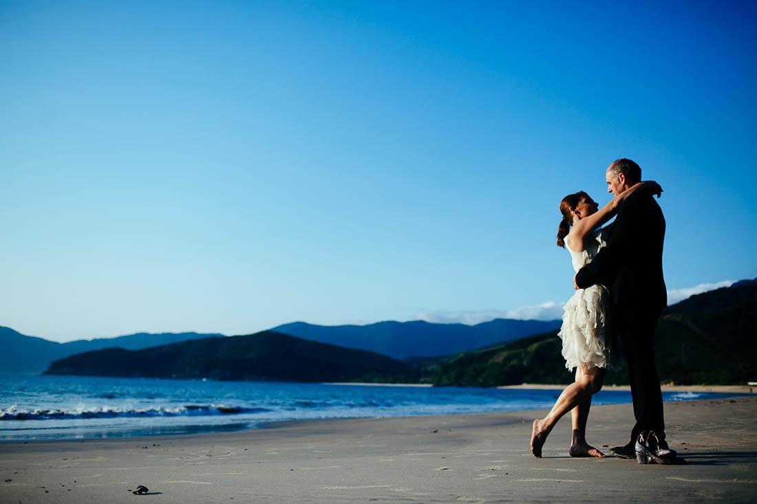 renato-dpaula-ensaio-pos-casamento-casal-na-praia-noivos-010