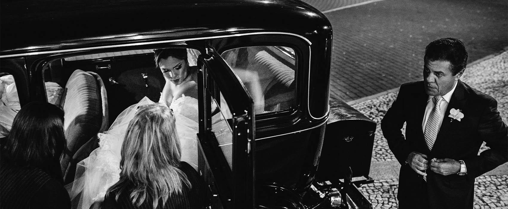 renato dpaula foto de casamento carro antigo classico noiva chegando na igreja
