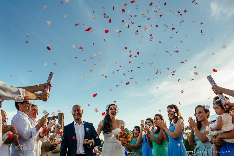 saida dos noivos casamento mini-wedding na praia