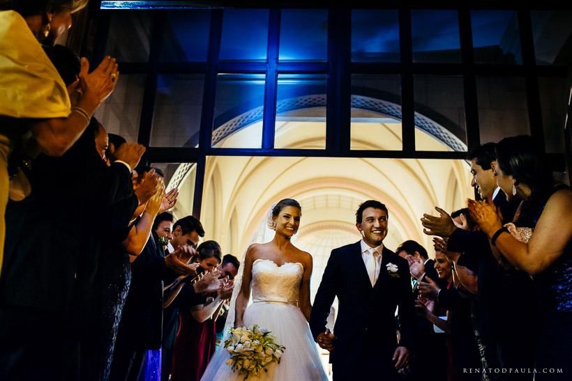 saída da igreja no casamento na paroquia assunção de nossa senhora
