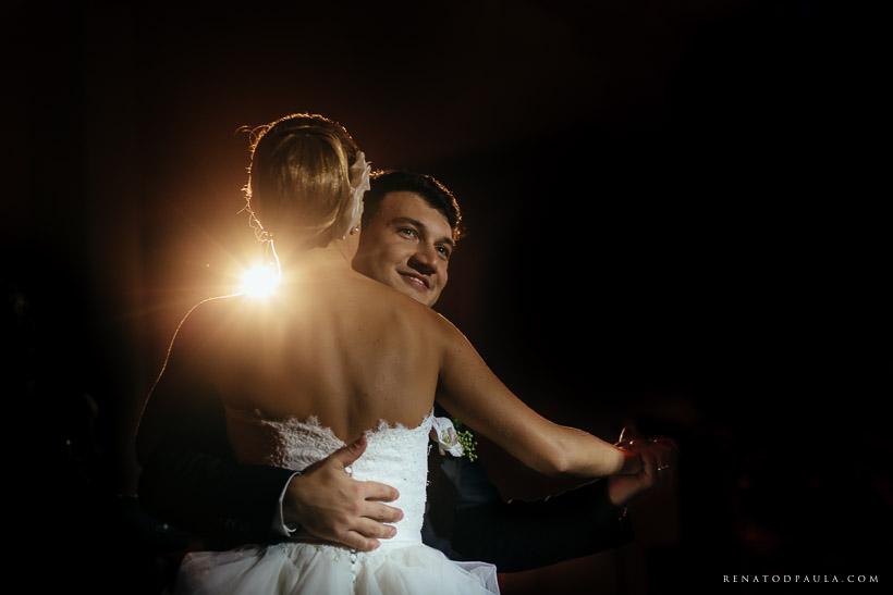 primeira dança dos noivos no casamento no buffet torres