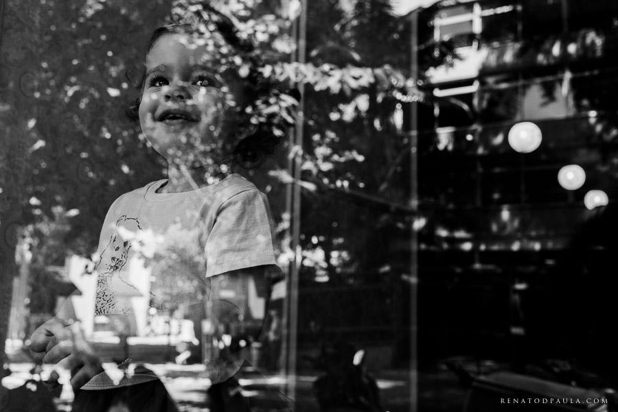 retrato de criança reflexo lifestyle
