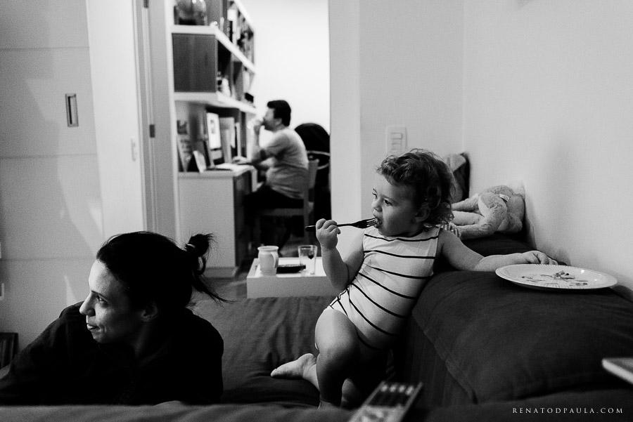 ensaio fotográfico de família da fotógrafa fernanda petelinkar foto documental um dia na vida