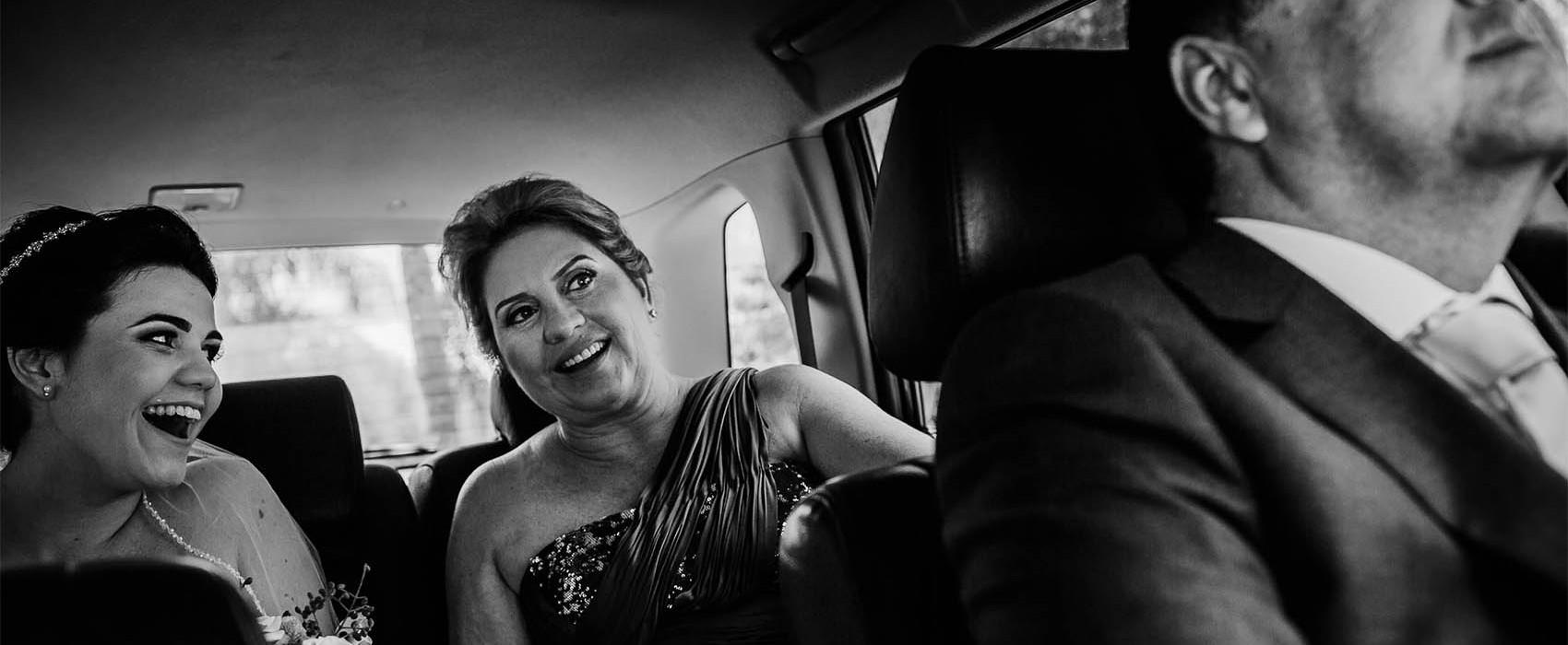 renato dpaula foto de casamento noiva feliz no carro